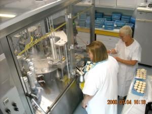 Automated apparatus to prepare pharamceutical liquid oral doses | Image via Wikimedia/Flagrange